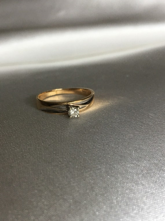Diamond & gold solitaire ring - image 2