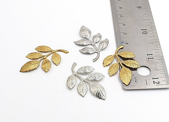 0118 5 x Antique Silver Toned Leaves Pendant Charms