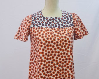 1970s floral dress in red, white and blue with square neckline