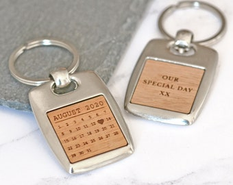Personalised Calendar Keyring, Special Date Keyring, Custom Date Keychain, Fifth Anniversary Gifts, Engagement New Baby Keyring