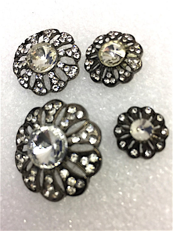 Unique Rhinestones Buttons with a vintage flare Silver #GH 0037