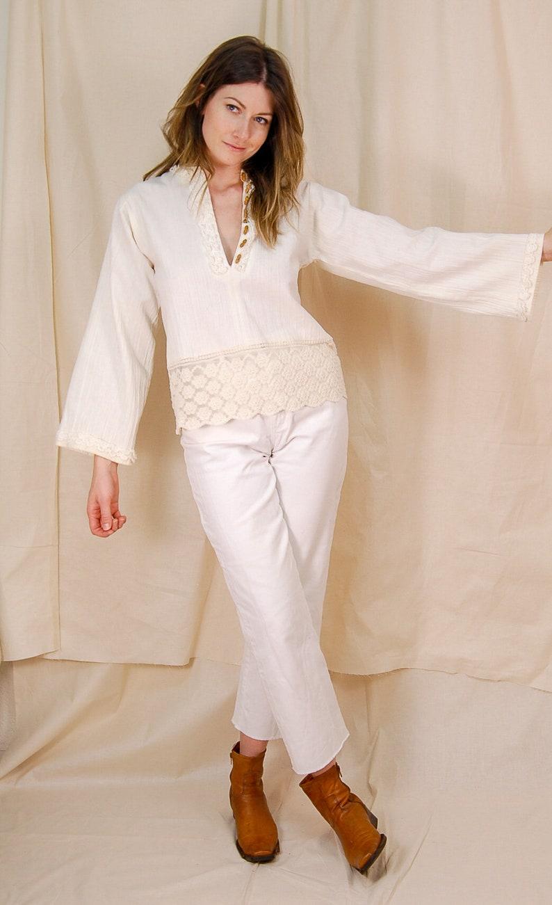 ivory low-cut top button-down 70/'s boho shirt bohemian style shirt size medium floral lace blouse vintage peasant top