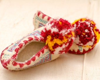 vintage children's slippers | kid's vintage shoes | pom pom slippers | embroidery ethnic slippers | turkish moccasins | toddler size 5/5.5