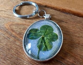 Genuine four-leaf clover keychain (antiqued silver)