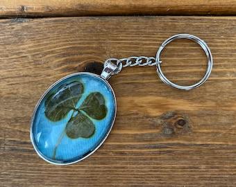 Genuine four-leaf clover keychain (blue)