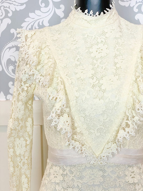 1970s vintage Victorian inspired off-white lace m… - image 3