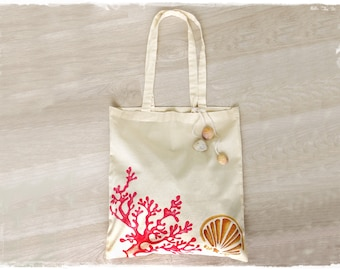 Cotton shopper bag with red corals and shells, hand-painted, customizable with name, initials or phrase. Personalized beach bag