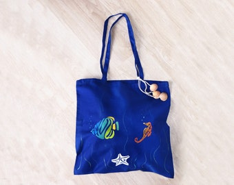 Shopper bag blue cotton with hippocampus, fish and starfish, hand-painted, customizable with name or phrase. Personalized beach bag