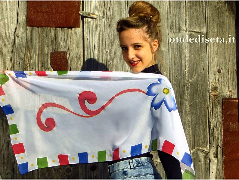 prezzi Sito ufficiale reputazione prima Scialle Sicilia con ghirigoro rosso e fiore blu, sciarpa in pura seta  dipinta con motivi del carretto siciliano, regalo siciliano per donna