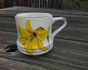 Vintage DAYLILY Mug* Flower Coffee MUG*Large Mug With Flower*Great Coffee or Tea Mug*Daylily Vintage Cup*Yellow Daylily Floral Coffee Mug.
