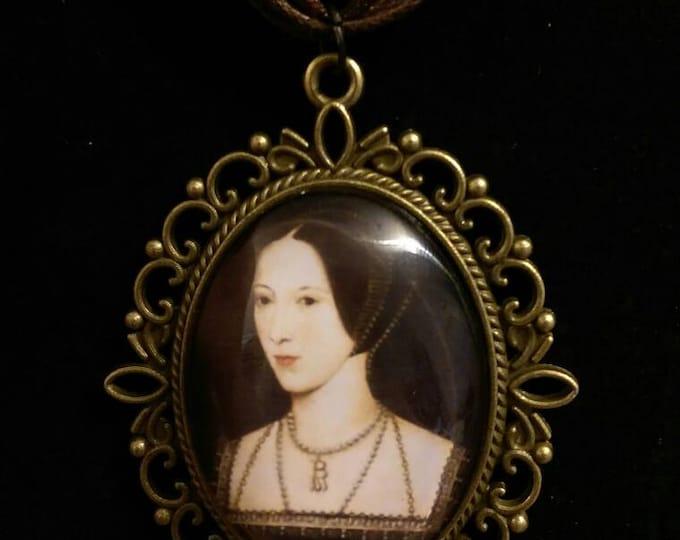 Anne Boleyn Organza Ribbon/Pearl Cameo Pendant Choker Necklace