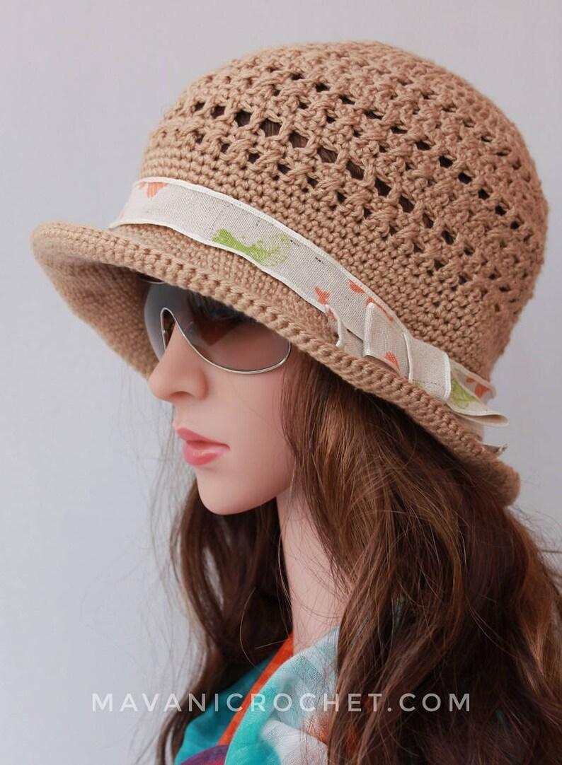 e943de92fcda9 Gorro de verano tejido crochet beige y lazo gorro verano
