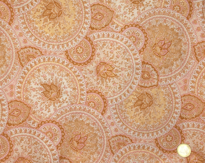 English Pima lawn cotton fabric, priced per 25cm. Paisley, Taj Mahal gold