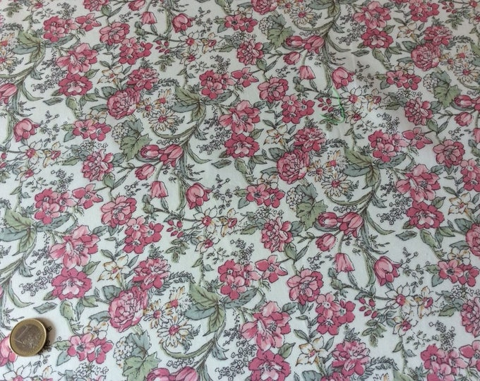 Japanese cotton poplin, sold per 25cm, floral print