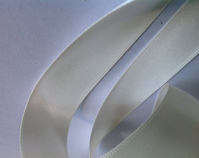 Double sided sateen ribbon, light Ivory no28