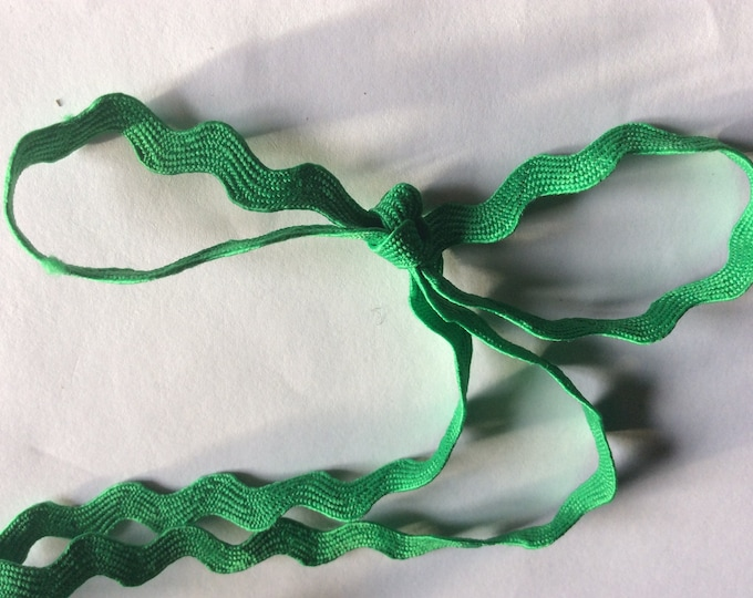 Ric rac ribbon sold by the metre, green