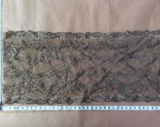 Khaki, elastic lace from a well known French manufacturer