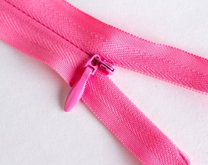 """Invisible, concealed nylon coil zipper, 56cm (22""""), mid pink"""