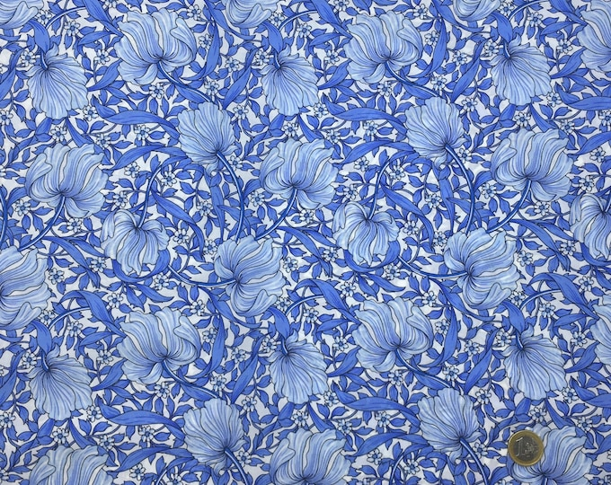 English Pima lawn cotton fabric, priced per 25cm. Foliage, jugend style