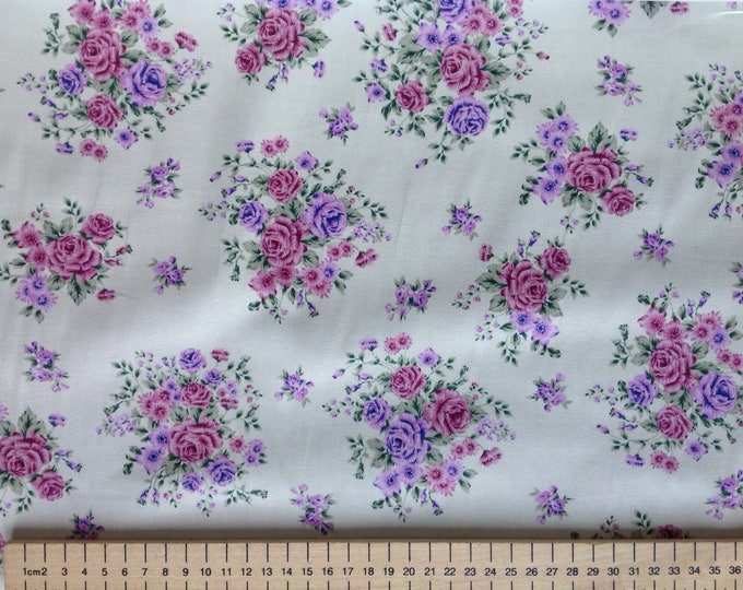 High quality cotton poplin, vintage roses on light green