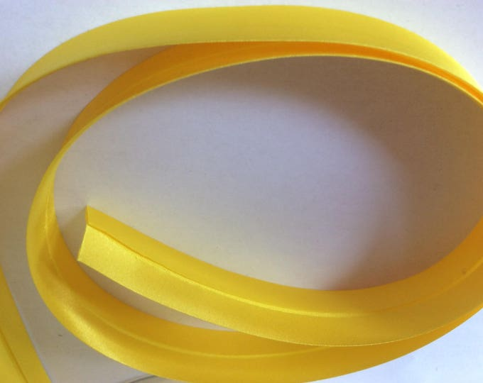 25mm silky sateen bias binding, yellow no32