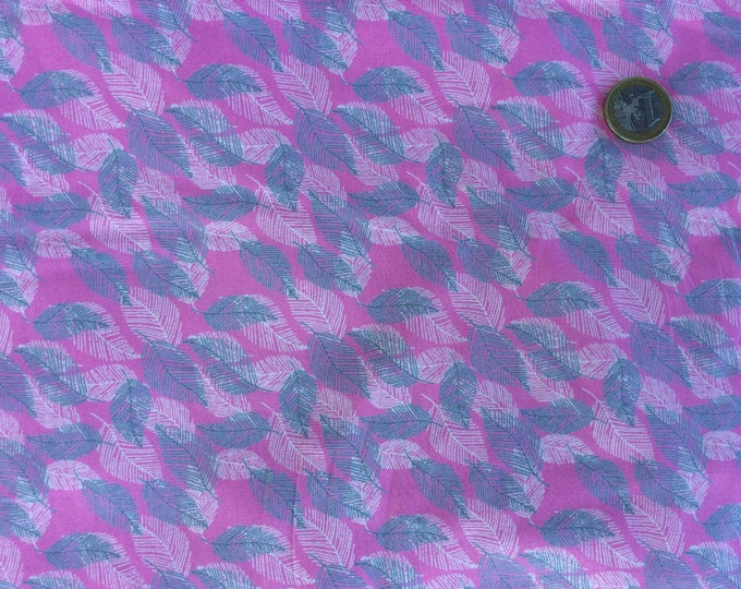 High quality cotton poplin printed in Japanese, leaves on hot pink