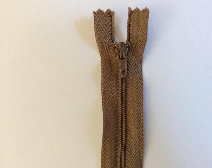 """Nylon coil zipper, 20cm (8""""), light brown"""