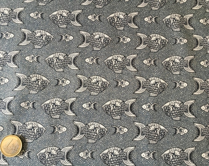 High quality cotton poplin, white and greyish blue fish print