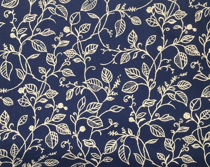 Cotton poplin with beige foliage print on navy