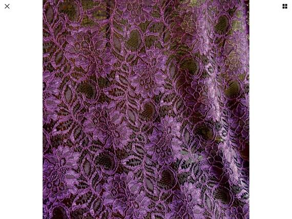 Scalloped edged lace fabric, lilac/purple