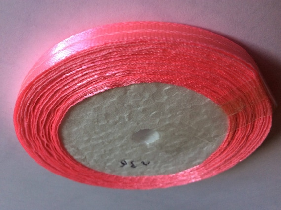 Roll of 22.5m of satin ribbon single face, flash pink no27