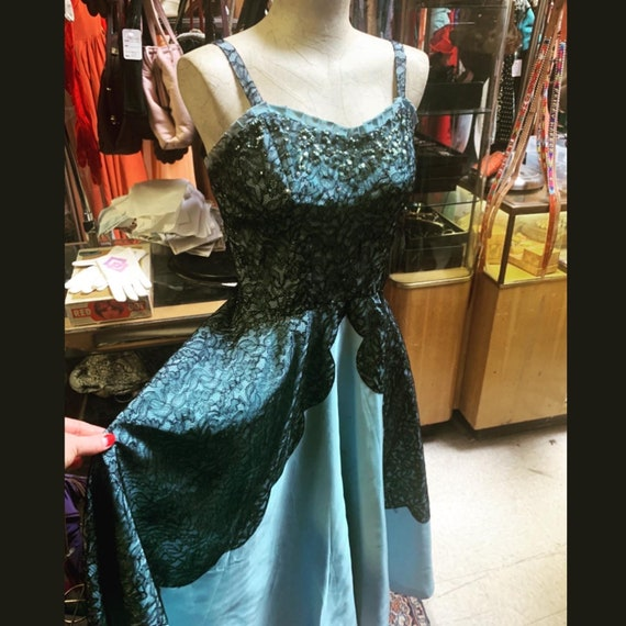 Glorious Cyd Charisse style full-skirted light blu