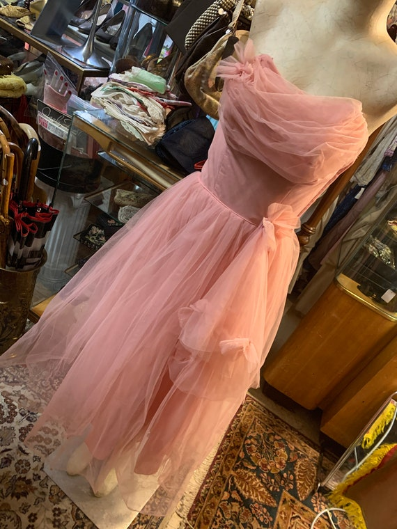 1950s candy pink prom dress in tulle!