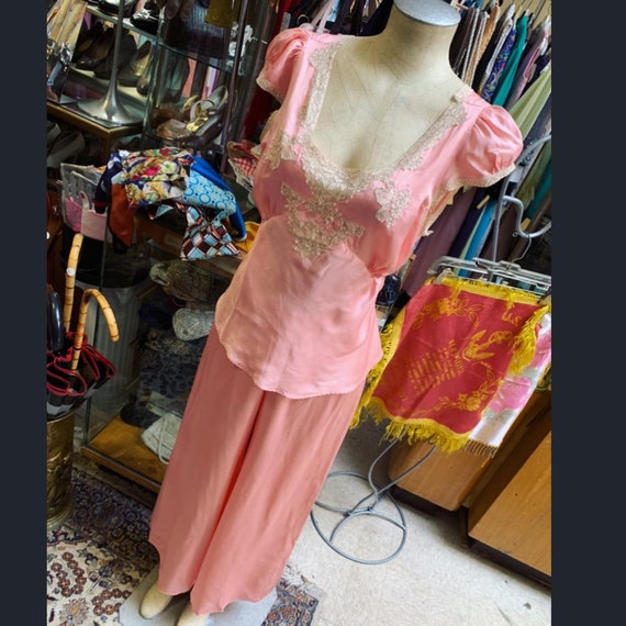 Luxurious 1930s silk satin pajama set in peach! La