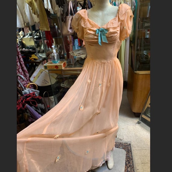 Lovely puff sleeve peach dress of the 1930s!
