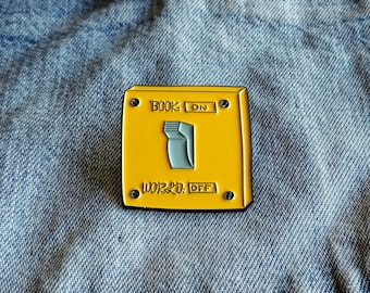 Love to Read Pin/Badge