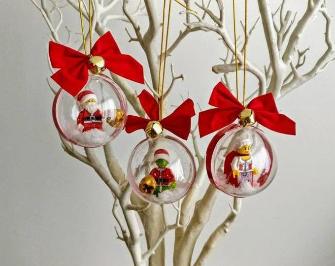 Featured listing image: Santa Claus and The Grinch Christmas Bauble Set