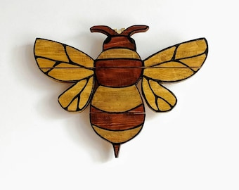 Rustic Wooden Bee Wall Hanging