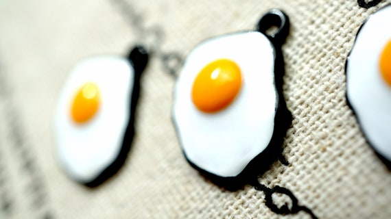 4 Fried egg charms white and yellow tone FD349