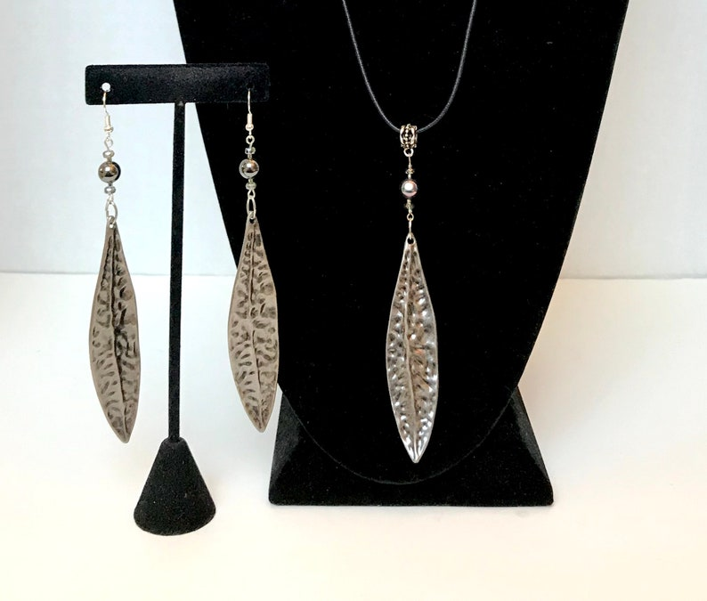 Hematite Pewter Silver /& White Gold Leaf Necklace Czech Glass