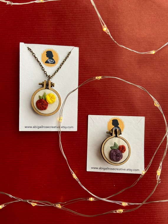 Mini Embroidery Hoop Necklace Gift Set