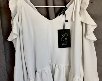 NOUGHTS AND CROSSES hey you cold shoulder top