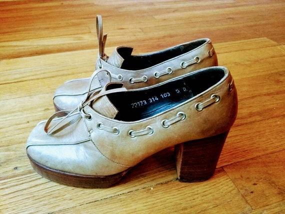2390d55b5aaf Vintage 70 s platform chunky block heel lace up loafer