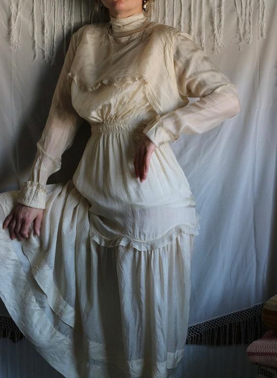Antique Edwardian Cream Tissue Silk & Lace Dress - image 2