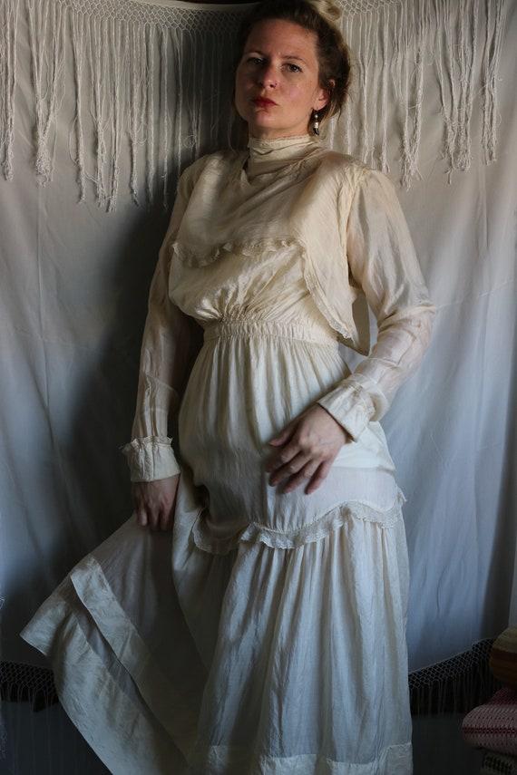 Antique Edwardian Cream Tissue Silk & Lace Dress - image 4