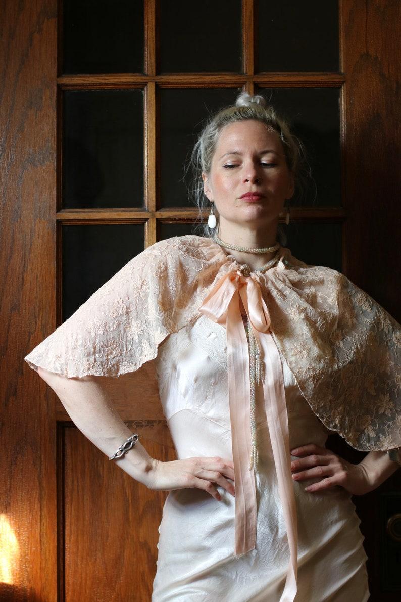 Vintage 1930s Peach Tambour Lace Caplette