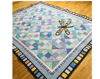 Dragonfly in the sky quilt PDF pattern, modern baby quilt with a glittering dragonfly applique, easy patchwork design, magic little dreams