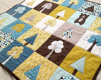 Applique baby quilt PDF pattern with tree and bear appliques. A modern patchwork quilt Our Forest from Magic Little Dreams. Unisex.