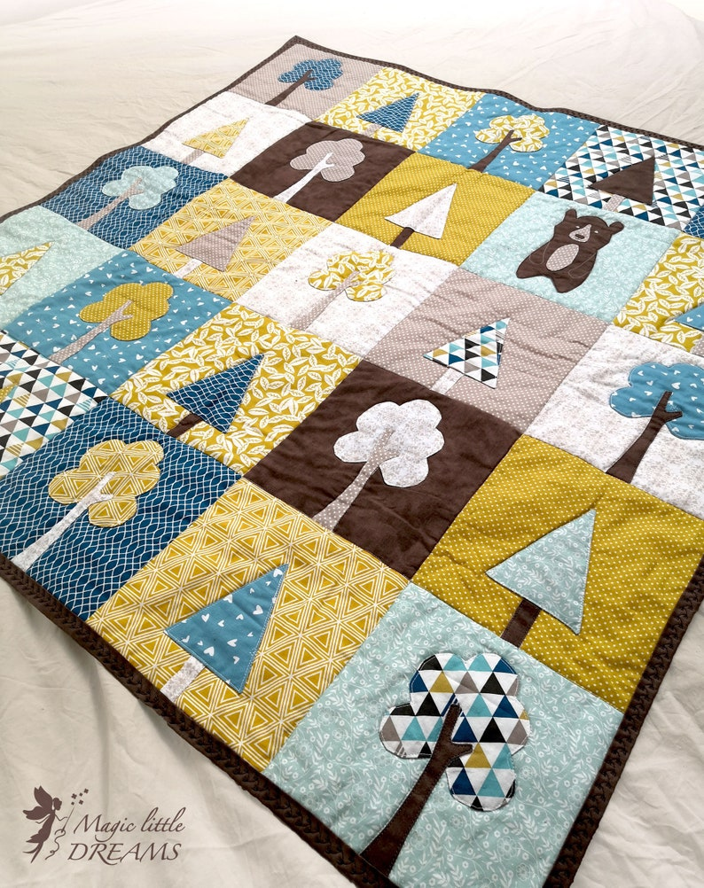 Applique baby quilt PDF pattern with tree and bear appliques. image 0