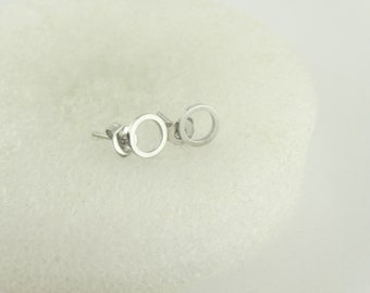 Stud Earrings silver circle round shiny minimalistic 7mm stainless steel